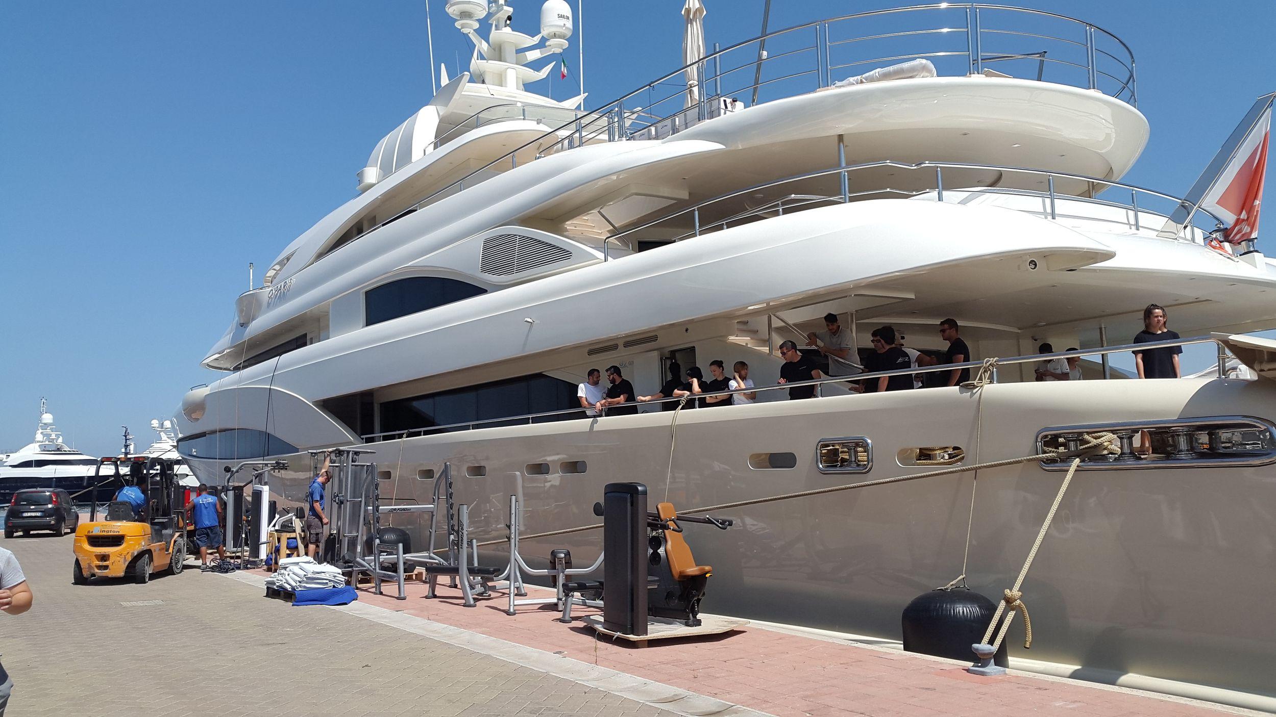 Installation d'un espace fitness sur un Motor Yacht à Naples
