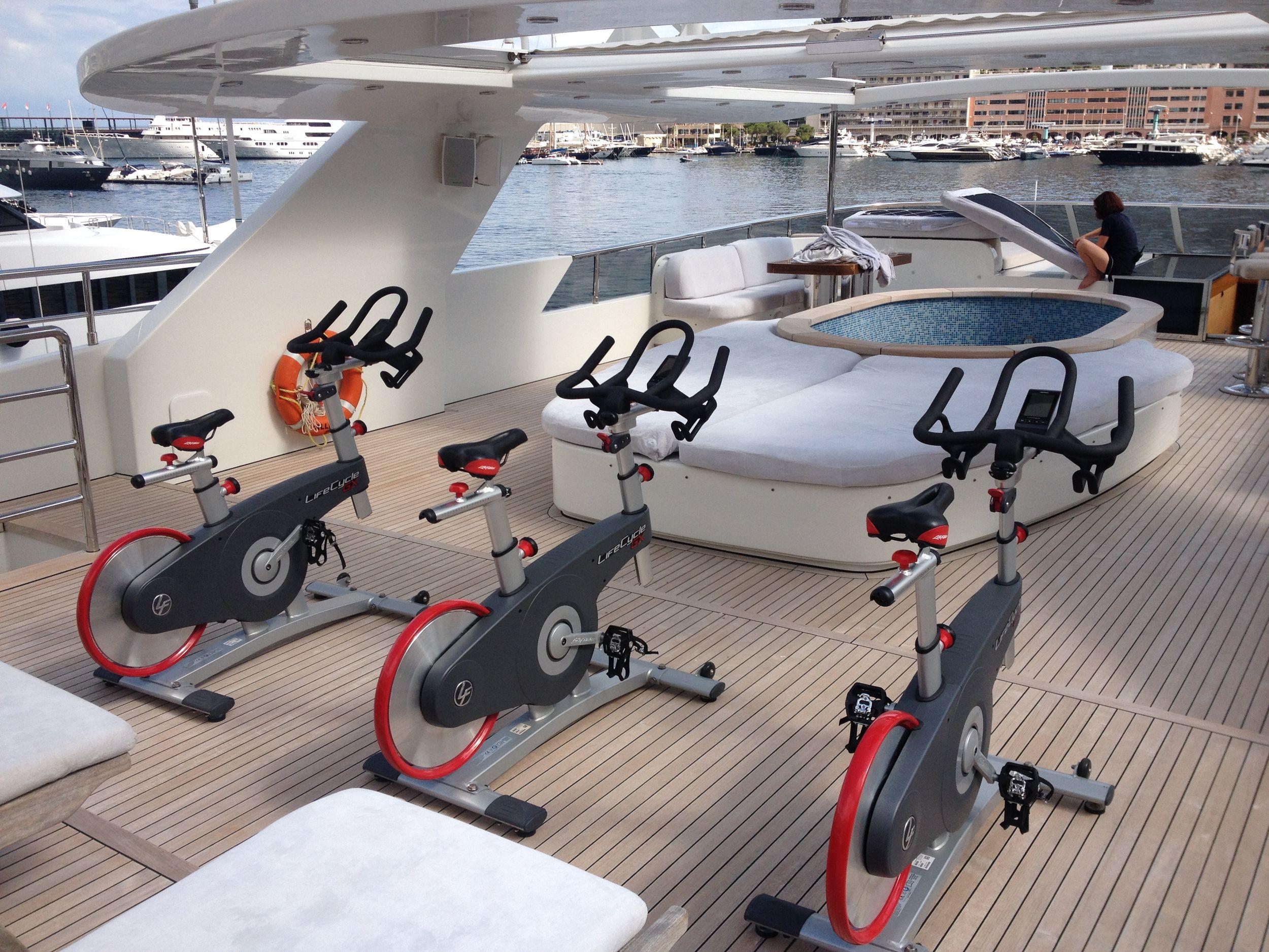 Espace de fitness sur Le Yacht Tatiana à Monaco